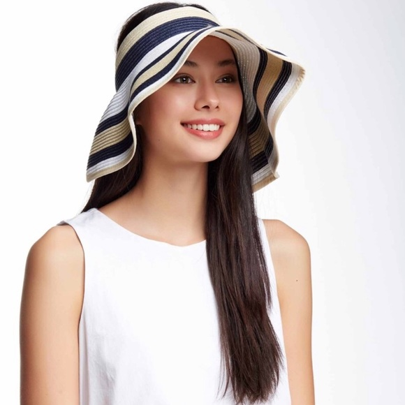 Nordstrom Accessories - 💕HP💕Striped hat